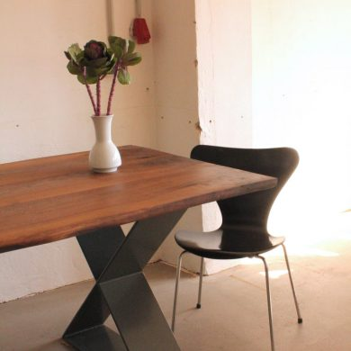 Walnut_dining_table_steel_legs